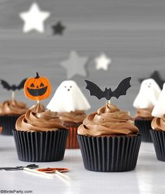 Halloween Chocolate Cupcakes with Fondant Ghost Toppers - quick and easy homemade recipe that is also delicious to make with the kids at home! by BirdsParty.com @birdsparty #halloweencupcakes #halloweenrecipe #halloweendessert #halloween #ghostcupcakes #fondantghost #halloweendessert #halloweenfood Halloween Chocolate, Halloween Desserts, Halloween Cupcakes, Halloween Party, Ghost Cupcakes, Fondant Cupcakes, Chocolate Cupcakes, Frosting Recipes, Cupcake Recipes