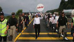Kılıçdaroğlu, 'Adalet Yürüyüşü'nün 15'inci gününe referandumda 'evet' oyu verenlerin de yürüyüşe destek verdiğini söyleyerek başladı.