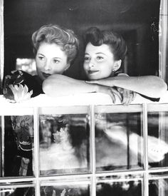 Sisters Joan Fontaine and Olivia de Havilland. 1942. Photographer: Bob Landry