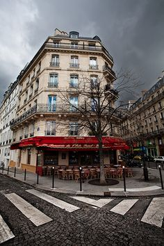 Le Brasserie de I'isle Saint-Louis Paris  by Nautiljon right on the corner as you enter the island by Notre Dame. I would love to eat here!