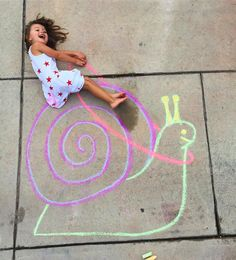 Our chalk world, sidewalk art, chalk art, Lucy's chalk world, children's hand … Drawing For Kids, Art For Kids, Crafts For Kids, Chalk Drawings, Cool Art Drawings, Chalk Photography, Babies Photography, Chalk Photos, Chalk Crafts