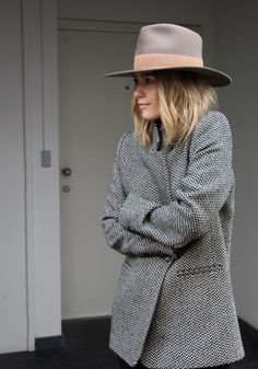 Fashionable minimalist street style 8