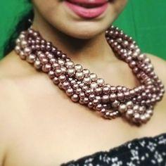 La tendencia del momento son los collares XXL le aportan a tu estilo elegancia y poder.  Las perlas en tonos metalizados se entrelazan con los tonos champaña para lograr un mix: C'est magnifique collaire! . . . Fotografía: @klebersoriano . . be DIFFERENT choose an #kk #fashion #moda #pearls #XXL #statements #necklace #bijoux #bisuteria #jewel #jewelry #publicidad #ads #estilo #style #design #designer #emprendedor #Ecuador #fashionista #marketing #socialmedia #models #photography #handmade