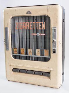 """DDR Museum - Museum: Objektdatenbank - """"Zigarettenautomat"""" Copyright: DDR Museum, Berlin. Eine kommerzielle Nutzung des Bildes ist nicht erlaubt, but feel free to repin it!"""