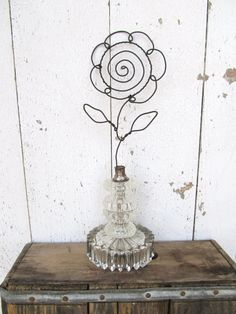 Vintage Lamp and Wire Flower Photo/Card/Note Holder