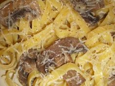 Tagliatelle cu ciuperci si smantana Pastry Cake, Macaroni And Cheese, Avocado, Food And Drink, Pasta, Ethnic Recipes, Cakes, Patisserie Cake, Mac And Cheese
