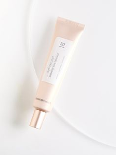 Sun Project Shimmer Sun Essence | Add a natural glow to skin while protecting from the powers of the sun with this SPF 30 sunscreen. Crafted from sulfate-free ingredients, this pink shimmering formula protects against UV rays while brightening skin and softening the appearance of fine lines.    * 1.40 fl. oz.   * Intended for all skin types.   * **How to Use:** Apply evenly over face and neck before sun exposure.