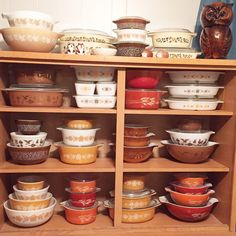 Fall 2015 | by Beyond Sweet. Fall Pyrex display!! :) Vintage Bowls, Vintage Kitchenware, Vintage Dishes, Vintage Pyrex, Vintage Glassware, Pyrex Set, Pyrex Bowls, Pyrex Display, Retro Kitchen Accessories