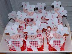 BAKKERTJES: gemaakt op een zakje met daarin een versierde cupcake.