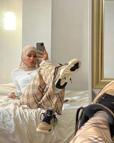 Modern Hijab Fashion, Street Hijab Fashion, Modesty Fashion, Muslim Fashion, Fashion Fashion, Fashion Tips, Wedding Dress Black, Wedding Dresses, Wedding Hijab