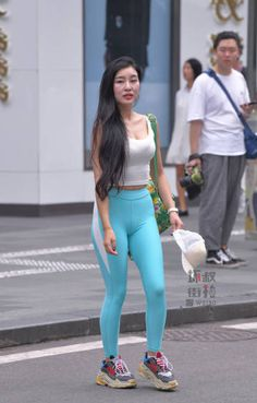 Best Leggings, Tight Leggings, Leggings Are Not Pants, Yoga Pants Girls, Girls In Leggings, Teen Fashion Outfits, Sexy Outfits, Womens Fashion, Camelo