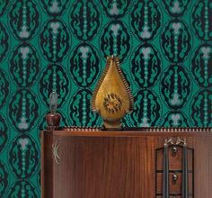 Michel de Klerk, side board, design 1916-1917, manufactured by 't Woonhuys, Amsterdam; Michel de Klerk, clock, 1914, presumably manufactured by Willem Rädecker; Lambertus Zwiers, design for wallpaper, 1915-1917. Coll. Stedelijk Museum Amsterdam (wallpaper design donated by Mr and Mrs J.C. Snoeck Henkemans, Amstelveen). Photo: Erik & Petra Hesmerg.