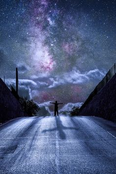 Find images and videos about black and white, sky and night on We Heart It - the app to get lost in what you love. Cosmos, Beautiful World, Beautiful Places, Beautiful Pictures, Inspiring Pictures, Wallpaper Sky, Hipster Wallpaper, Milk Way, Sky Full Of Stars