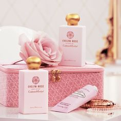 Crabtree and Evelyn Evelyn Rose Vanity Case