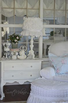 ~Sweet Melanie~: Building a Bench Seat Simply Shabby Chic, Shabby Chic Style, Built In Bench, Bench Seat, Shabby Chic Interiors, How To Make Curtains, Old Windows, White Rooms, Window Wall