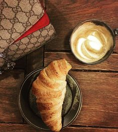 Ta en velfortjent kaffepause innimellom slaga  @crukafe_norway #organiccoffee #sponset via ELLE NORWAY MAGAZINE OFFICIAL INSTAGRAM - Fashion Campaigns  Haute Couture  Advertising  Editorial Photography  Magazine Cover Designs  Supermodels  Runway Models