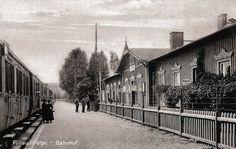 https://flic.kr/p/porELQ | 133 Pillau - Bahnhof, 1920er Jahre | Der Kopfbahnhof von Pillau war eine Endstation der ostpreußischen Südbahn, die ursprünglich vom Königsberger Südbahnhof ausging. In der Zwischenkriegszeit konnten die Reisenden über den Seedienst-Bahnhof direkt zu den Fährschiffen gelangen. Ansichtskarte ca. 1922.