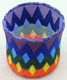 Ravelry: Spectral Reversible Bead Tapestry Crochet Basket for Right Handed Crocheters pattern by Carol Ventura Thread Crochet, Crochet Stitches, Knit Crochet, Beaded Crochet, Crochet Bags, Crochet Basket Pattern, Crochet Patterns, Crochet Baskets, Crochet Wallet