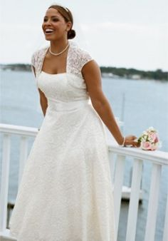 See several personally selected bridal gowns, suitable for the modern plus size bride.  Featuring different gowns for body shape.  All lace, satin, taffeta, mermaid and strapless bridal gowns.