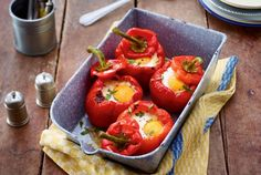 Unser beliebtes Rezept für Gefüllte Paprika mit Spinat und Ei und mehr als 55.000 weitere kostenlose Rezepte auf LECKER.de.