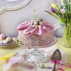 Botanisera i butiken, det finns massor av olika strösselsorter att dekorera tårtor med. Cake Decorating Classes, Cookie Decorating, Bagan, Swedish Cookies, Chocolate Easter Cake, Egg Cake, Easter Recipes, Confectionery, Cakes And More