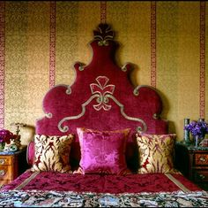 Islamic Art of Arabic Interior Design - Home Interior Design Bohemian Interior, Bohemian Decor, Bohemian Homes, Arabian Nights Bedroom, Pink Headboard, Headboards, Velvet Headboard, Headboard Ideas, Princess Headboard