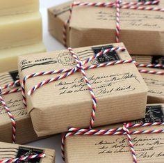 Incartare un regalo tipo pacco postale