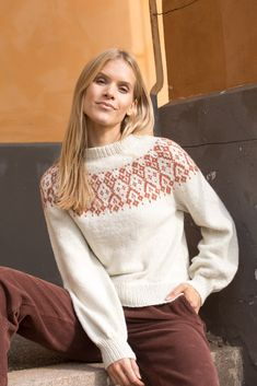 Dagens gratisoppskrift: Merry-go-round sweater   Strikkeoppskrift.com Merry Go Round, Turtle Neck, Store, Sweaters, Fashion, Moda, Larger, Sweater, Pullover