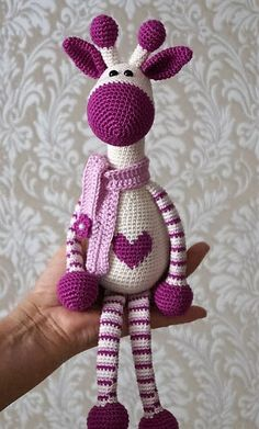 I think the frequency of the amigurumi projects, and the number of times that we have tried and presented them right here on this platform, almost all of you who regularly visit this website have become pretty familiar with them. And it is always great to crochet them, and the good thing is that this …