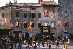 Massa Marittima flag trhowers. A medieval tradition that still lives. #maremma #tuscany #traditions