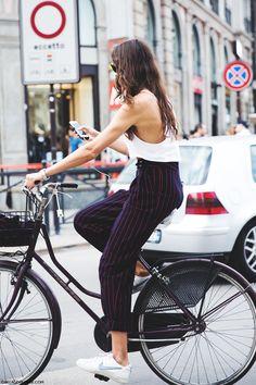 Milan_Fashion_Week_Spring_Summer_15-MFW-Street_Style-Striped_Trousers-Nike_Sneakers-Bike- (body!)