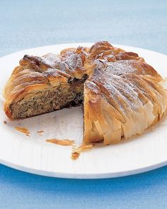 Prepare this savory pie of ground beef in phyllo dough ahead of time, and refrigerate overnight. Bake the next day and have an impressive main course or an excellent addition to a buffet table. Phyllo Dough Recipes, Pie Recipes, Cooking Recipes, Yummy Recipes, Dinner Recipes, Casserole Recipes, Pasta Recipes, Crockpot Recipes, Al Dente