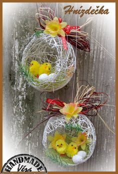 Easter Baskets To Make, Easter Egg Basket, Easter Eggs, Easter Projects, Easter Crafts, Christmas Crafts, Christmas Ornaments, Creative Flower Arrangements, Diy And Crafts