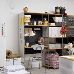 ユニットシェルフ | 無印良品ネットストア Muji Furniture, Muji Home, Modular Shelving, Home Organisation, Desk Shelves, Japanese House, Home Studio, Small Spaces, Sweet Home