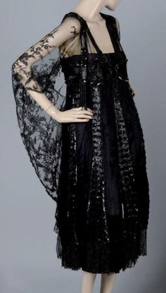 ~evening dress Callot Soeurs Paris-Winter 1916-1917. This shape fortells the flapper dress to come