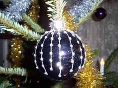 Mesmerizing Black White Ornament Christmas With Christmas Ball Ornaments Along White And Gold Christmas Decoration As Well As Themed Christmas Trees Decorations Plus Ideas For Christmas Lights, Adorable Designs Black And White Christmas Decorations: Furniture, Interior