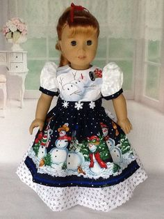 18 inch doll Christmas dress with apron. Navy and white with snowmen 18 inch doll Christmas dress with apron. Navy and white with snowmen. American Girl Crafts, American Doll Clothes, Ag Doll Clothes, Doll Clothes Patterns, Doll Patterns, American Girls, Sewing Patterns, Girls Christmas Outfits, Holiday Outfits