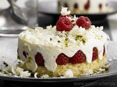 Himbeer-Joghurt-Törtchen - smarter - mit Sahne und Limetten.  Kalorien: 265 kcal | Zeit: 60 min. #baking