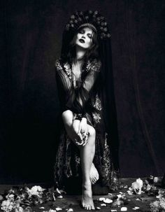 thedoppelganger:    Magazine: Vogue Paris September 2012Photographers: Mert Alas & Marcus PiggottModel: Kate Moss