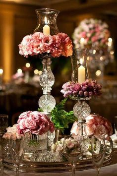 Floral Wedding Centerpieces Planning and Tips - Love It All Wedding Table Centerpieces, Flower Centerpieces, Reception Decorations, Floral Wedding, Diy Wedding, Wedding Gifts, Decor Wedding, Wedding Stuff, Wedding Ideas