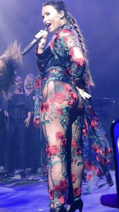 Demi the beautiful rocker