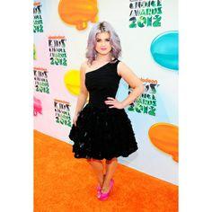 Kelly Osbourne love her dress!
