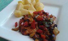 Recept Kuřecí steak na zelenině s rozinkami Fruit Salad, Meat, Chicken, Food, Fruit Salads, Meals, Yemek, Buffalo Chicken, Eten