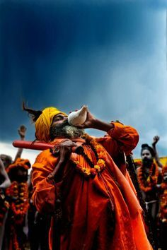 This looks like a kumbh mela celebration in India… Religions Du Monde, Cultures Du Monde, We Are The World, People Around The World, Kumbh Mela, India Travel Guide, Amazing India, Into The West, India Culture
