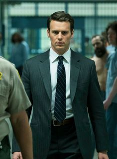Jonathan Groff as Holden Ford in Netflix Mindhunter. Netflix released official trailer for this new series on 1 August Series premiere 13 October David Fincher, New Netflix, Netflix Series, Jonathon Groff, Tv Series To Watch, Serial Killers, Best Tv, Season 2, Second Season