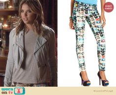 Hanna's sunglasses print jeans on Pretty Little Liars. Outfit Details: http://wornontv.net/24865 #PrettyLittleLiars #fashion #PLL