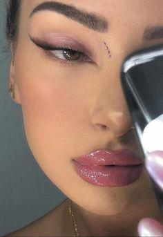 'Foxy eyes' la tendencia de maquillaje para unos ojos sexis New Year's Makeup, Edgy Makeup, Baddie Makeup, Makeup Eye Looks, Eye Makeup Art, Cute Makeup, Pretty Makeup, Skin Makeup, Makeup Inspo
