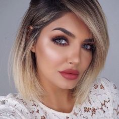 Look and choose stylish haircuts and hair stylings that are suitable for any age. Chubby Face Haircuts, Haircuts For Fine Hair, Hairstyles With Bangs, Stylish Hairstyles, Blonder Bob, Corte Bob, Lob Haircut, Haircut Styles, Hair Art