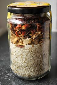 Gourmandises végétariennes: Geschenke aus der Küche: Steinpilz Tomaten Risotto im Glas homemadefoodgifts Homemade Food Gifts, Easy Diy Gifts, Diy Food, Mélanges Pour Cookies, Kitchen Gifts, Jar Gifts, Chutney, Bear Cakes, Fall Recipes