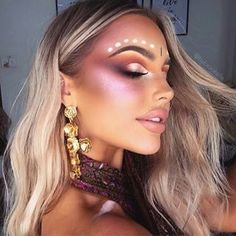 The Best Festival Makeup Ideas And Boho Looks. Make Up Ideas For A Rave, Music Festival, Summer Festival, Coachella, Governer's Ball, Bonnaroo, Electric Forest, Austin City Limits (ACL), EDC, Electric